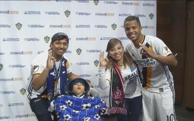 Gio dos Santos dedica su gol a chico discapacitado
