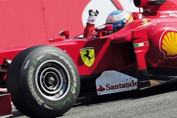 Con la victoria, Alonso logró acercarse a solo 21 puntos de Mark Webber,...
