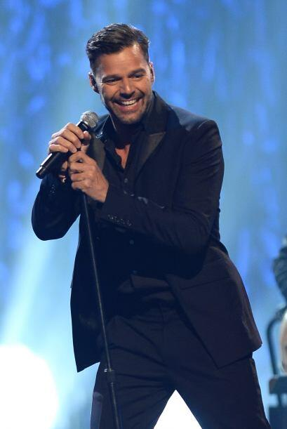 Por último, tenemos a Ricky Martin. Mira aquí los videos m...