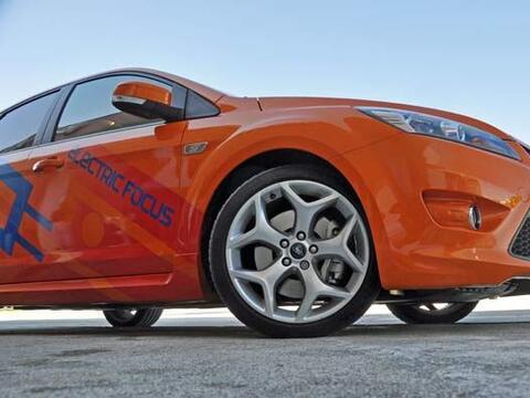 El manejo del Ford Focus BEV 2011 es exactamente igual que el del modelo...