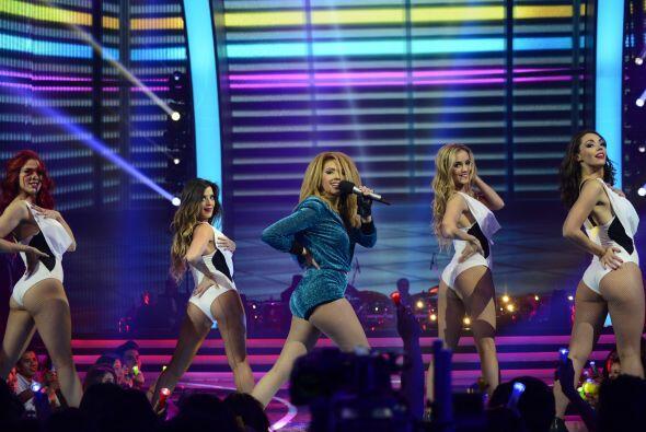 Junto a las bailarinas de Va Por Ti, dio un número muy bailable.