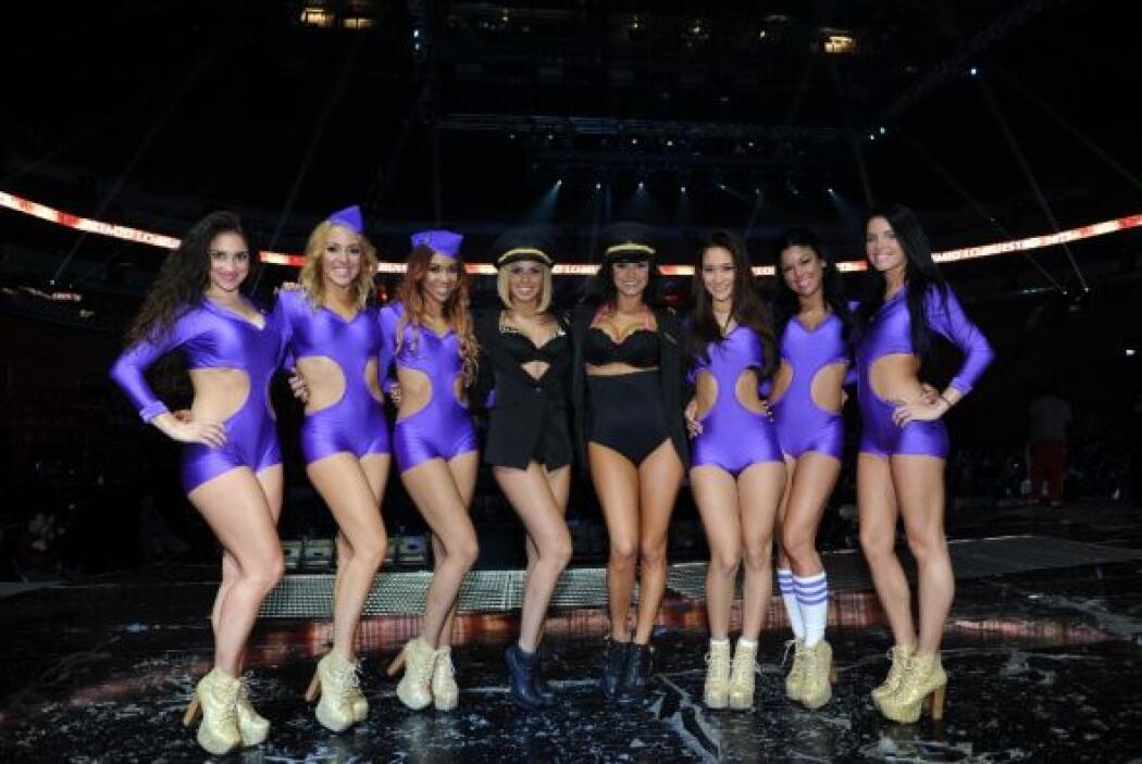 Ya que este es el cuerpo de bailarinas que ambos cantantes usaron.... ¿E...