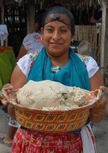 Otra receta básica para los bautizos mexicanos es el clásico atole. En l...