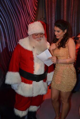 Claro que Vanessa no iba a dejar irse a Santa sin mostrar su carta, su e...