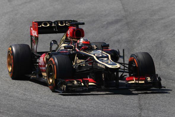 Raikkonen, el piloto que mejor trata la gomas, entró en el vuelta 25 a c...