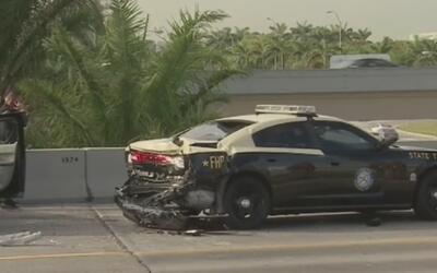 Agente hispano de patrulla de carreteras fue atropellado y se debate ent...