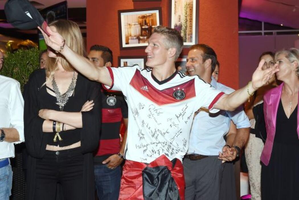Bastian Schweinsteiger y su novia Sarah Brandner.