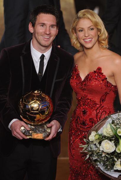 Aqui aparece Messi junto a Shakira, novia de Gerard Piqué, su compañero...