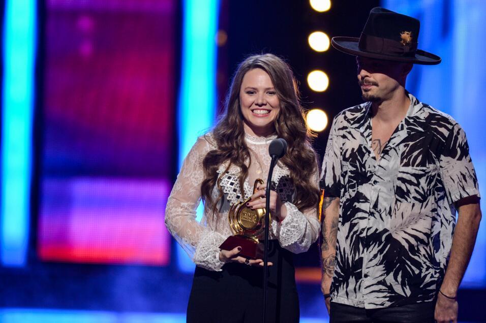 Jesse & Joy recibió el galardón de Premio Lo Nuestro con caluroso grito...