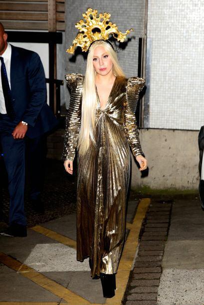 ¿Será que nunca podremos ver a Lady Gaga con algo digno de ese enorme ta...