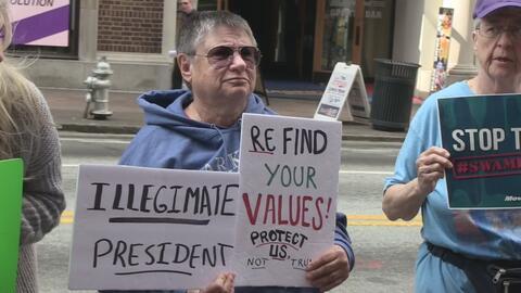 Decenas de manifestantes protestan por falta de interés del senador Davi...