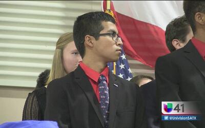 Jóvenes en Texas persiguen el sueño de unirse a las fuerzas armadas