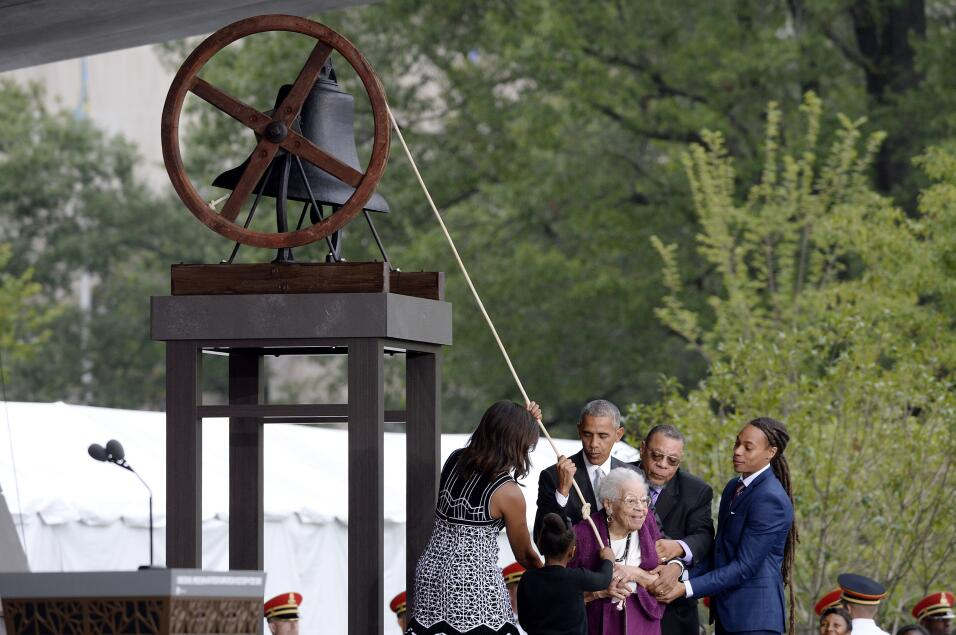 Así se ha tocado la campana que marca la inauguración.