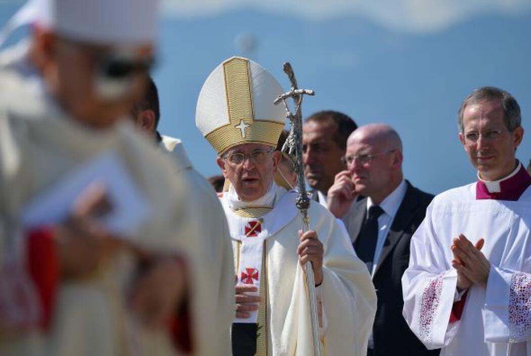 A su llegada, el máximo representante de la Iglesia católica se dirigió...