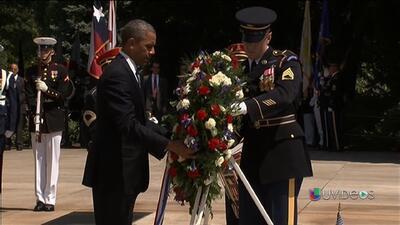Obama rinde homenaje a la tumba del soldado desconocido
