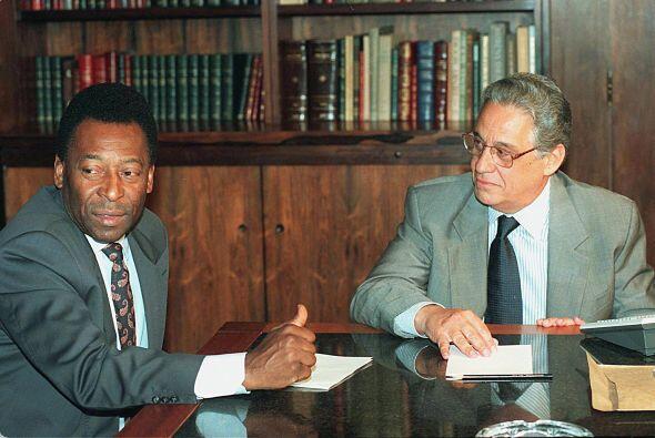 Junto al ex presidente Fernando Enrique Cardozo cuando fue Ministro de D...