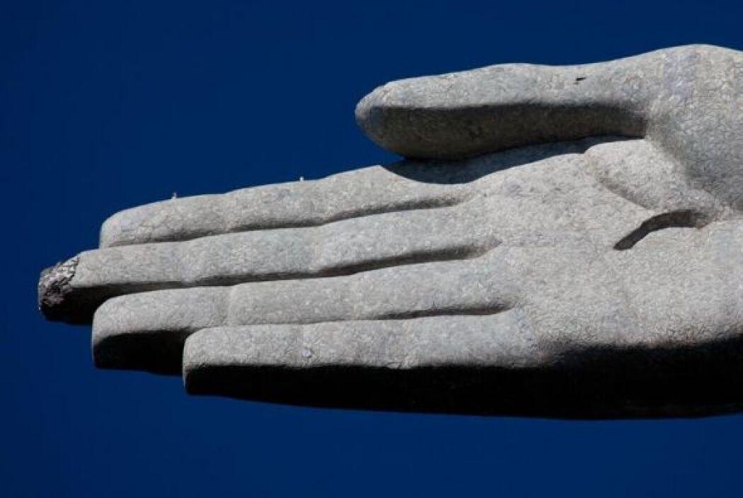 Luego de que dos de sus dedos y su cabeza se astillaran durante reciente...