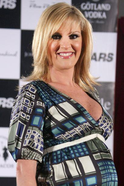 Con todo y pancita de embarazo Chantal Andere llegó al altar en d...