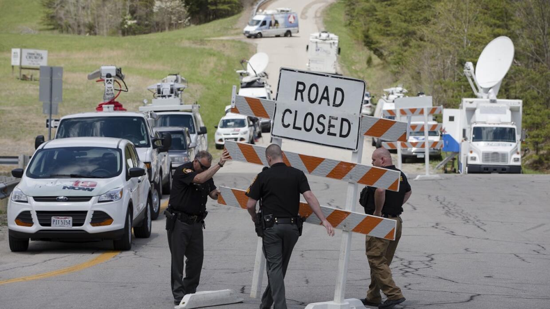 Agentes cierran una calle en los alrededores donde fueron encontradas la...