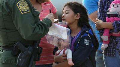 Gobierno niega fianzas para familias inmigrantes en Artesia