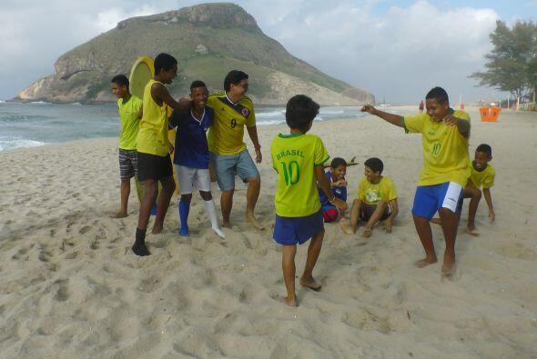 Los futuros Ronaldo y Kaká no dejaban de bailar y mover las caderas al r...