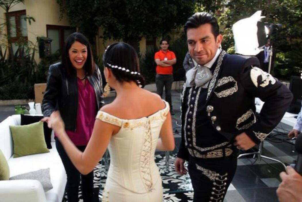 Danna García luce tremenda en ese vestuario muy mexicano.