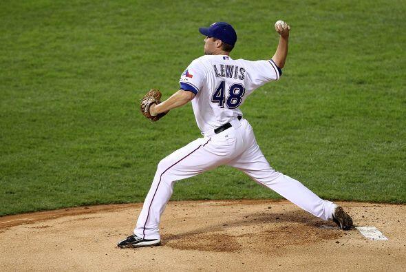 Colby Lewis, pitcher ganador de ese segundo juego, sólo había permitido...