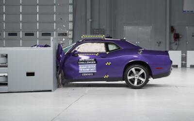El IIHS prueba la idoneidad para choques del Dodge Challenger