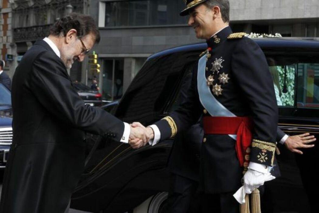 Felipe VI fue recibido en el Congreso por el presidente Mariano Rajoy, q...
