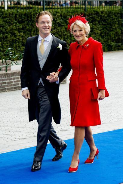 La princesa Irene, madre de Jaime de Borbón Parma, optó por una diadema...