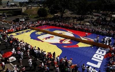 El líder opositor Leopoldo López cumple tres años en prisión y cientos d...
