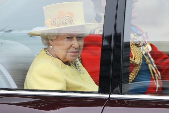 La Reina de Inglaterra Elizabeth II junto al Príncipe Philip, el...