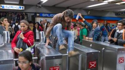 Protestas por el alza en la tarifa del Metro en Ciudad de México.