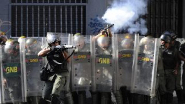 Policías antomotines durante una manifestación en las calles de Caracas....