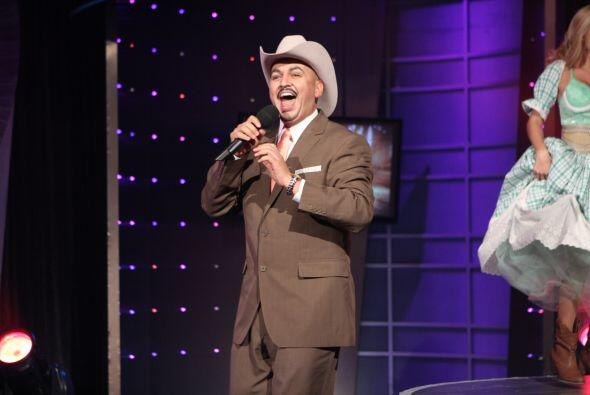 Ama cantar y ser comparado con el famoso Lupillo Rivera.