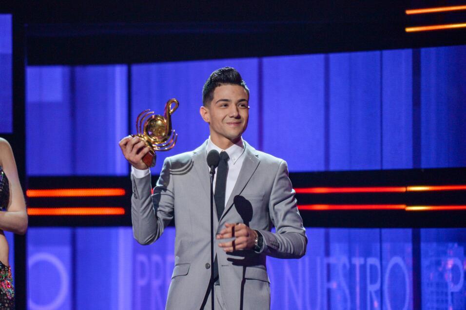 Luis Coronel visiblemente emocionado recibió dos Premios Lo Nuestro en l...