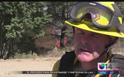 Incendio descomunal en las montañas de Santa Cruz
