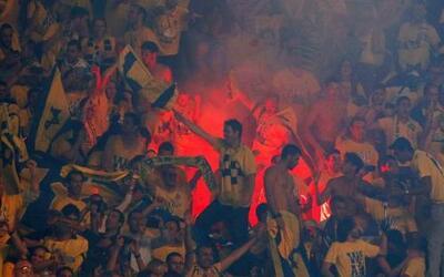 La afición del Maccabi celebra la victoria de su equipo frente al CSKA d...