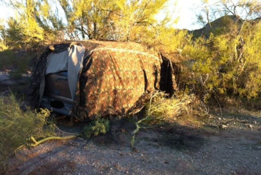 Los criminales habían intentado camuflajear al vehículo cubriéndole con...
