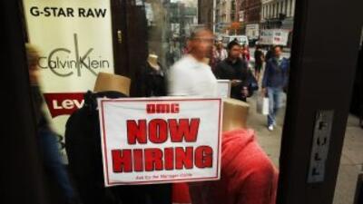 Las inscripciones semanales por desempleo en Estados Unidos cayeron de f...