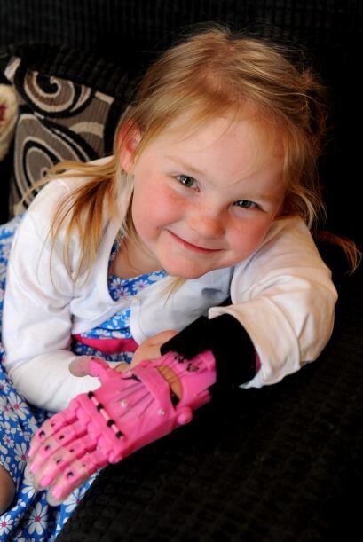 Abbi es una de las afortunadas que ha conseguido una de estas manos y la...