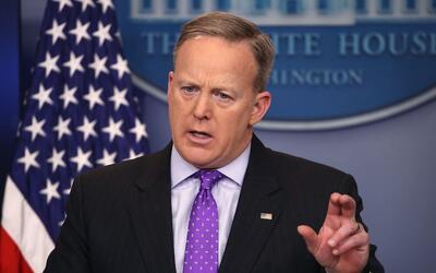 Sean Spicer convocó una reunión de emergencia para un &quo...