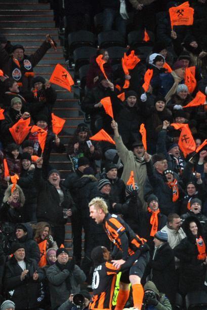 Los seguidores del cuadro ucraniano festejaban esta victoria de los suyos.