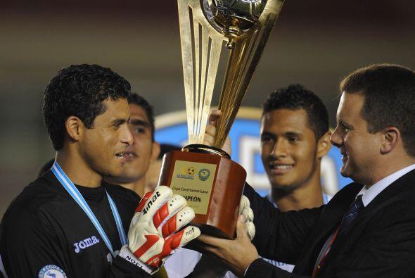 Noe Valladares recibió el trofeo de manera merecida, ya que salv&...
