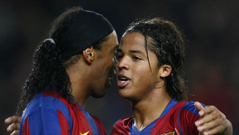 Ronaldinho y Giovani dos Santos jugando para Barcelona en 2007