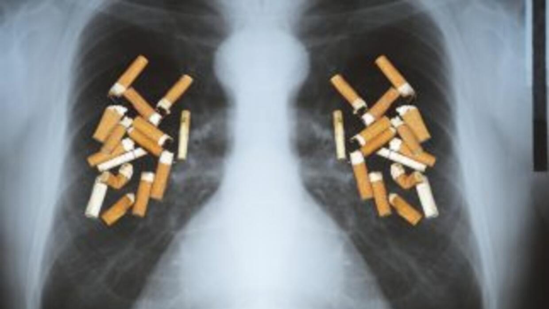 El cáncer pulmonar afecta a diferentes grupos de personas, entre ellas,...