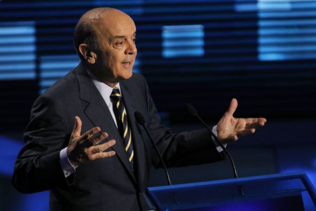 Serra fue directo a las polémicas que desfavorecen a Rousseff, acusándol...