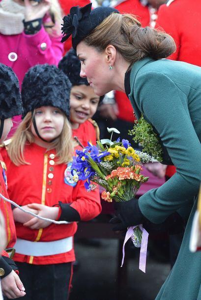 En Londres, la duquesa Kate, esposa del príncipe Guillermo también se vi...