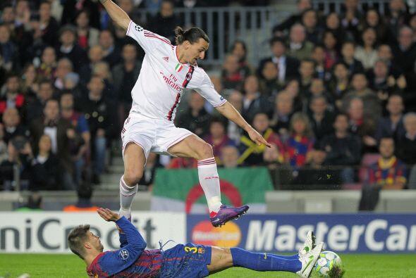 Zlatan Ibrahimovic también tuvo una ocasión de gol, que no...