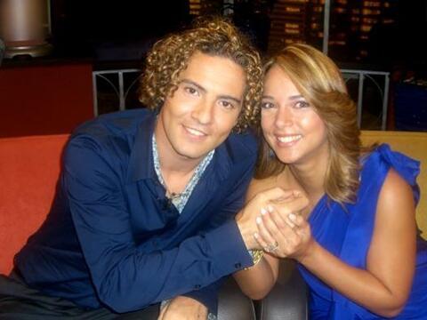 La actriz pasó divertidos momentos con el cantante español...